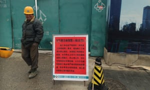 Carpenter Jin Yingtang outside his suspended construction site.