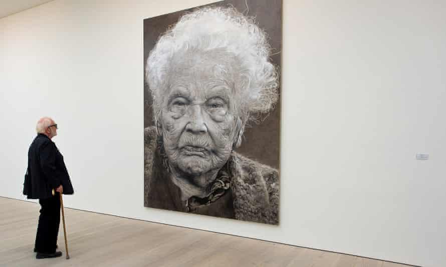A guest views a portrait by Jelena Bulajic.
