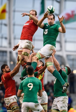 Toner wins the lineout.