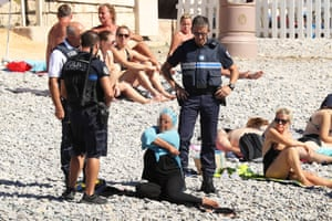 police on the Promenade des Anglais in Nice fine a woman for wearing a burkini