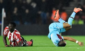 Victor Wanyama fouls Dimitri Payet and is sent off.