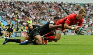 Liam Williams of Saracens touches down for his team's third try.