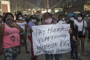 Prisoners' relatives protest in front of the Miguel Castro Castro prison