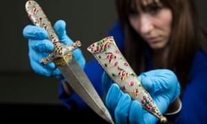 Mughal jewelled jade dagger, 1610-20