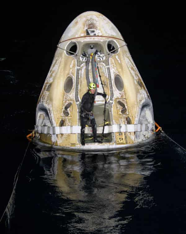 Support teams work around the Resilience spacecraft shortly after it landed.  - 2575 - SpaceX returns four astronauts to Earth in darkness | Space