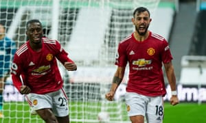 Bruno Fernandes of Man United scores and celebrates with Wan-Bissaka.
