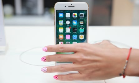 Apple, Samsung and mobile phone operators fighting for control of the user.