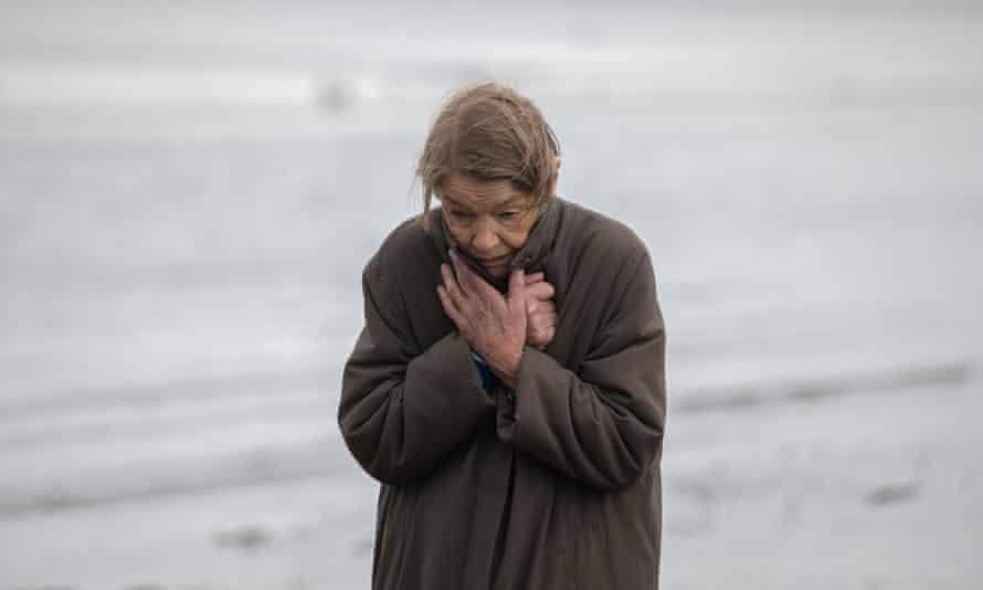 Glenda Jackson as Maud in Elizabeth Is Missing.