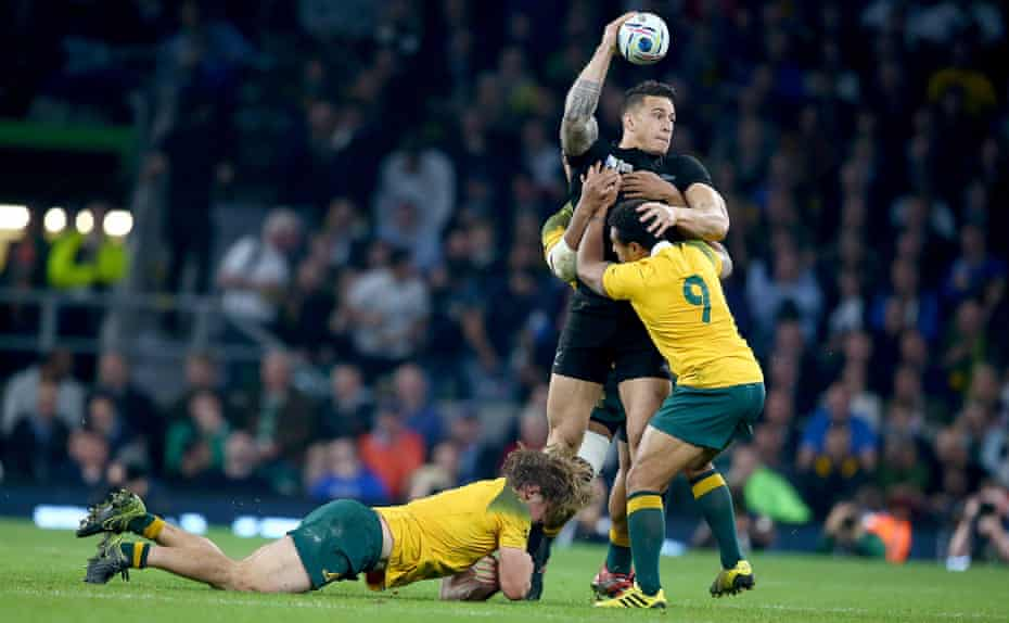 Despite the challenges of Australia's Michael Hooper, Will Genia and Israel Folau, Sonny Bill Williams offloads to Ma'a Nonu who runs in for a try in the 2015 Rugby World Cup final.