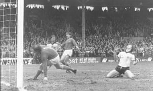 Ray Houghton goes close in Fulham's 1-0 defeat to Leicester City in April 1983.