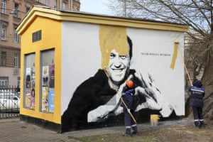 Painting over mural of Alexei Navalny