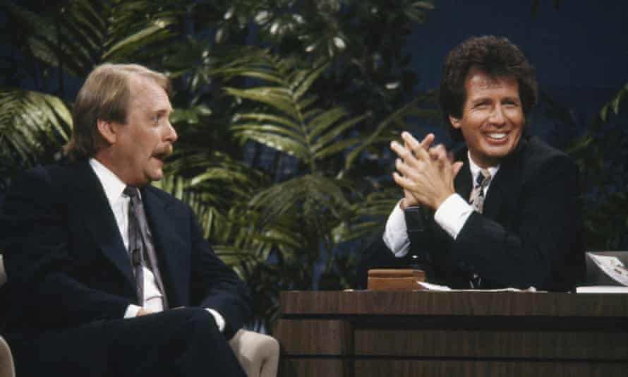 Garry Shandling during his time hosting Tonight with guest actor Martin Mull.