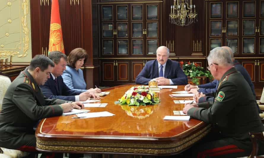 Alexander Lukashenko chairs meeting