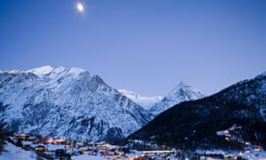 A Swiss man and woman died in the Valais region.