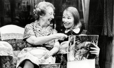 Mona Washbourne (left) and Glenda Jackson in the play 'Stevie'.