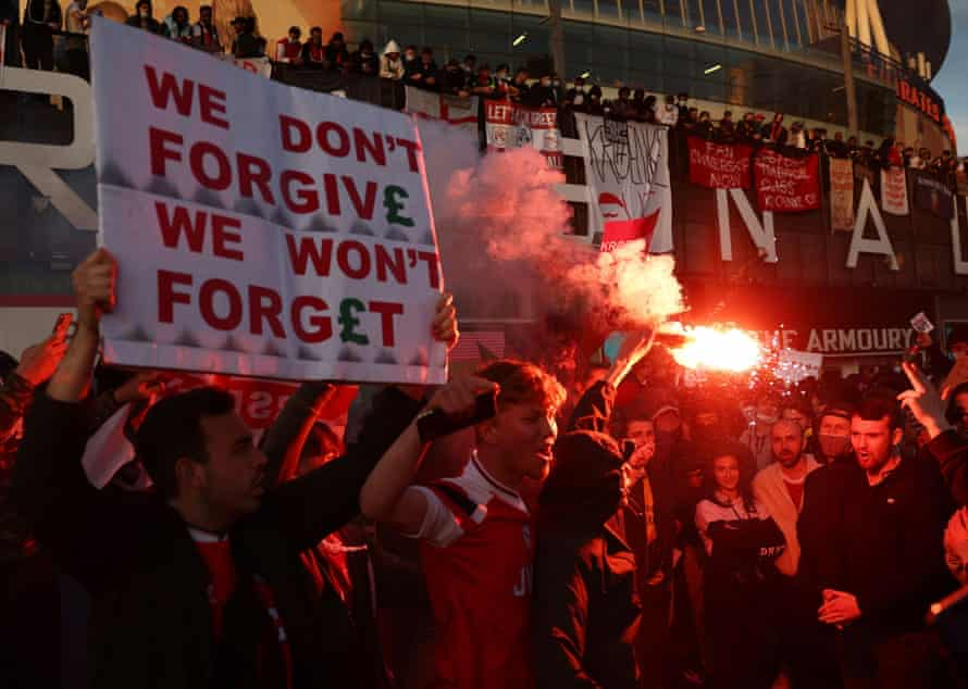 Arsenal fans protest after the failed launch of the European Super League