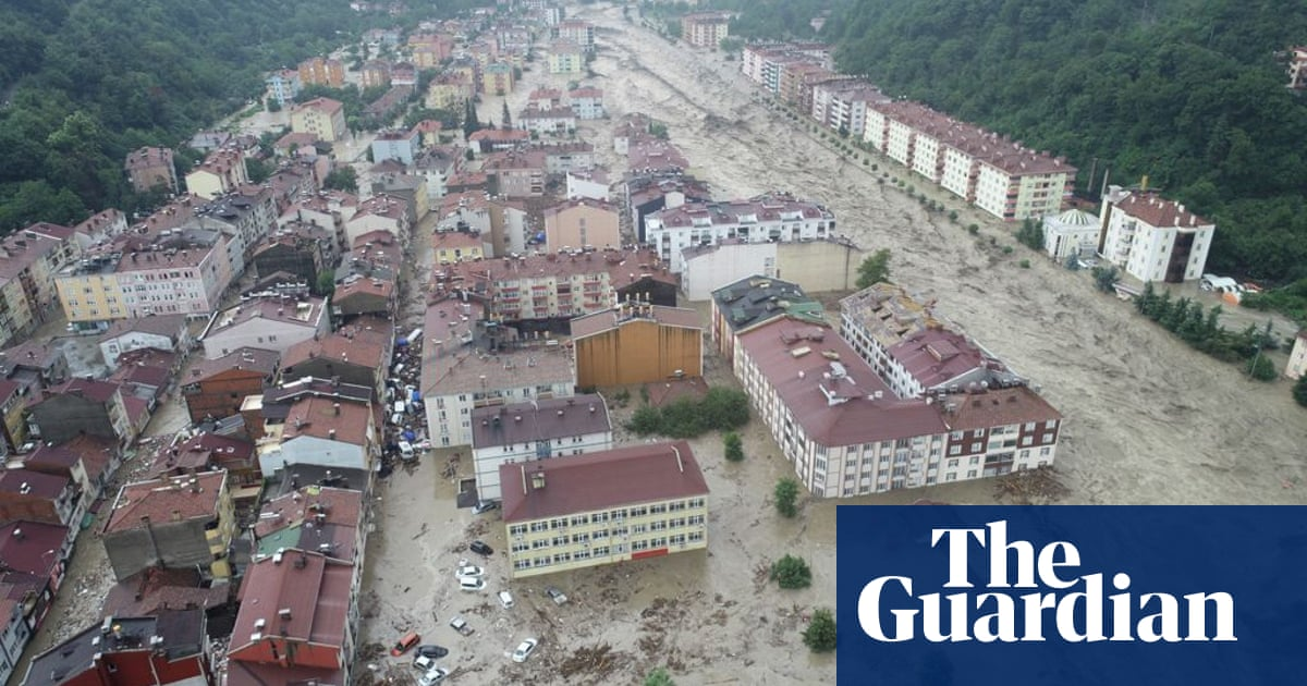 Turkey floods: Heavy rains sweep away cars and leave villages without power