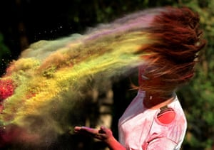 A college student dips her hair in powder in Bhopal, in the central Indian state of Madhya Pradesh