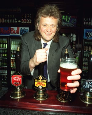 Tim Martin pulling pints in 1999