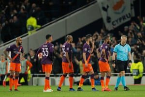 Manchester City players complain to the referee after Tottenham score.