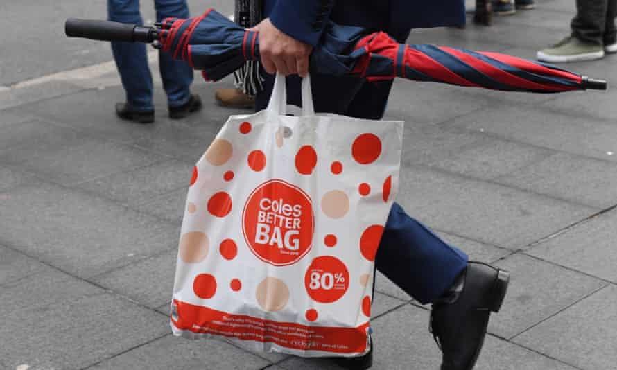 Coles was meant to stop providing its reusable plastic bags for free on 1 August and start charging customers 15 cents, but has now gone back on that decision.