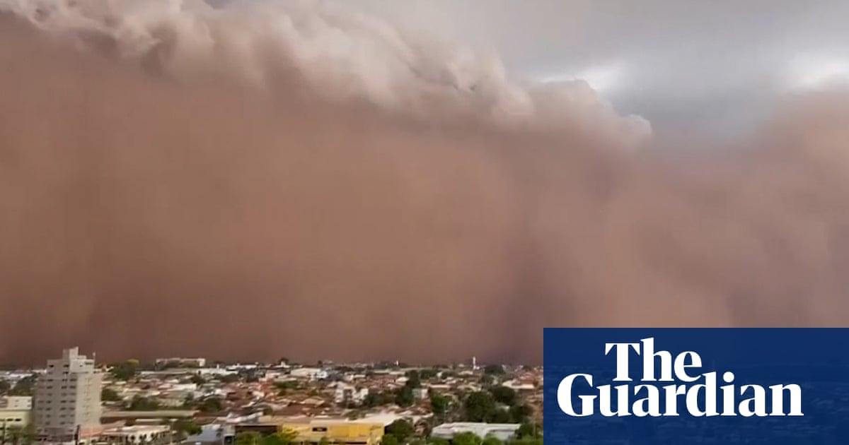 Brazil: massive sandstorm smothers parts of São Paulo state – video