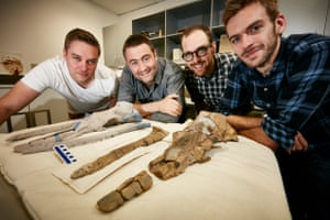 Travis Park, Erich Fitzgerald, Tim Ziegler and Felix Marx with Alfred's fossil, and a 3D print.