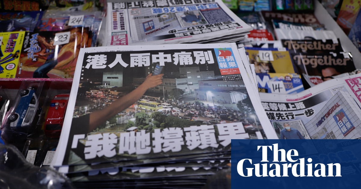 Hong Kong police arrest senior Apple Daily journalist at airport