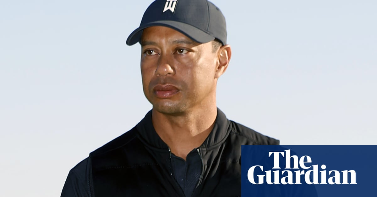 Police say speeding seen as cause in Tiger Woods car crash – video