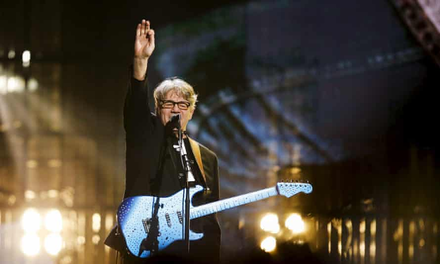 Steve Miller … During a rare happy moment at the Rock and Roll Hall of Fame induction ceremony.