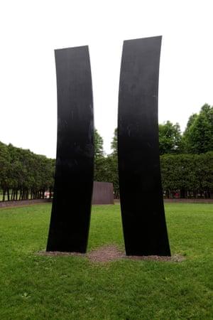 Kelly's Double Curve sculpture at the Minneapolis Sculpture Garden