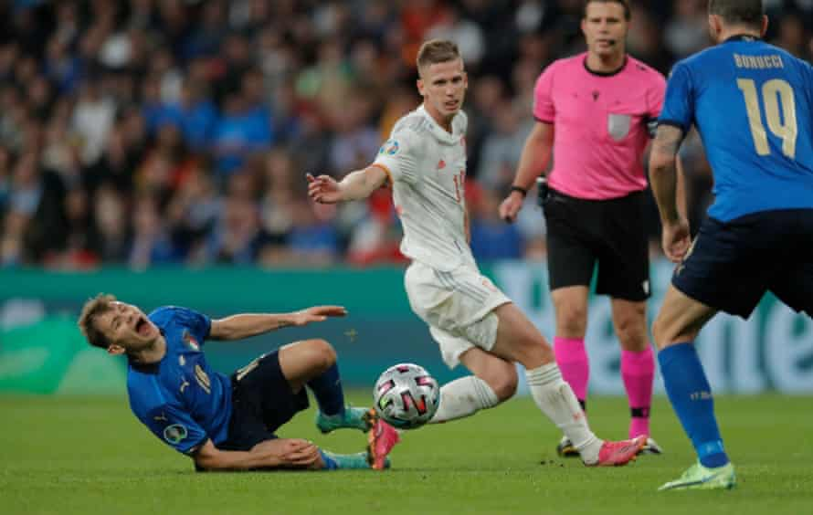 Dani Olmo in action for Spain at Euro 2020.