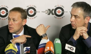 Andrei Lugovoi (L) with Dmitry Kovtun at a press conference in 2006.