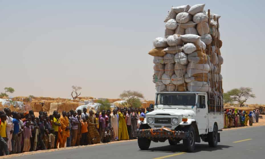 An overloaded car travels through the Assaga refugee camp in Diffa