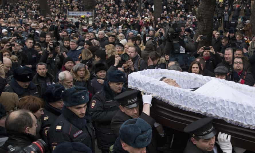 Crowds gather to see Boris Nemtsov's coffin during a farewell ceremony in Moscow, March 2015.