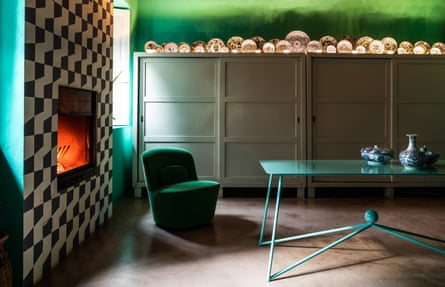 Paint and patterns: geo paintwork, green tones and vintage plates create a serene space.