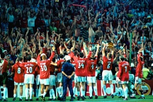 Manchester United team and fans celebrate victory in European Cup final against Bayern Munich in Barcelona
