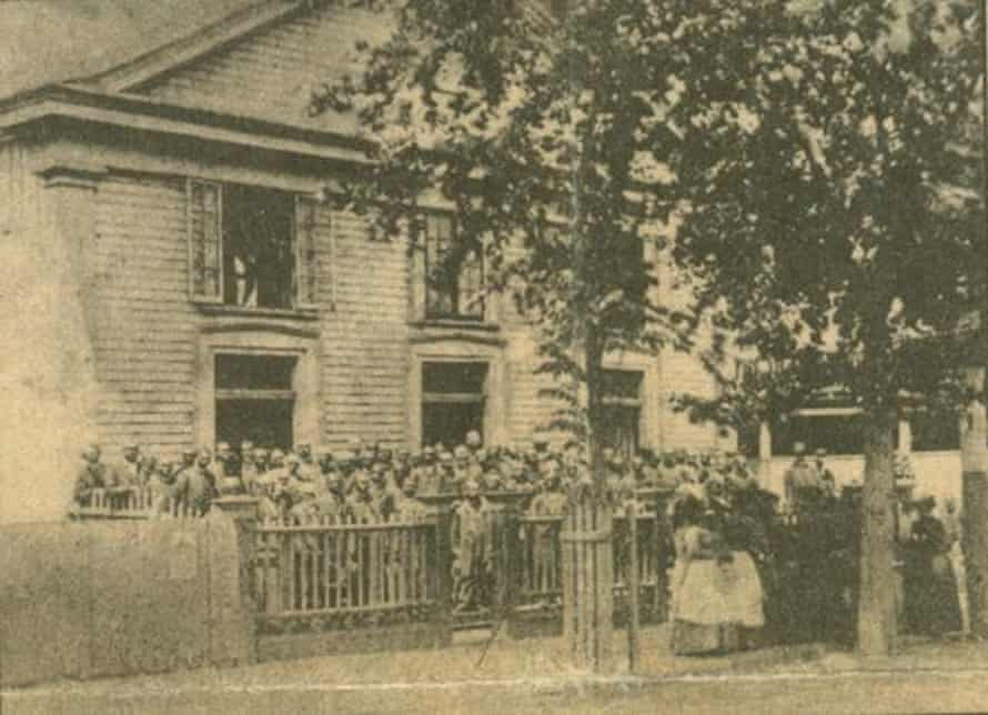 The Emanuel church as a wooden structure was built between 1865 and 1872, and was demolished by an earthquake in 1886.