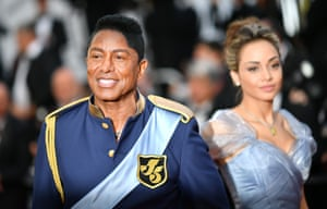 US singer Jermaine Jackson (L) arrives on May 24, 2017 for the screening of the film 'The Beguiled' at the 70th edition of the Cannes Film Festival in Cannes, southern France.