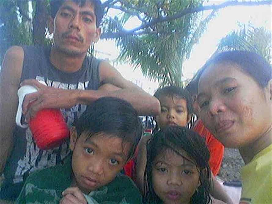 Edelyn with her husband Crisanto and children Chris, Crislyn and Christine