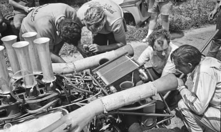 Eric Broadley, second from right, surveying damage to a Lola T160 with his driver Chuck Parsons before a race in Lexington, Ohio, in 1968.