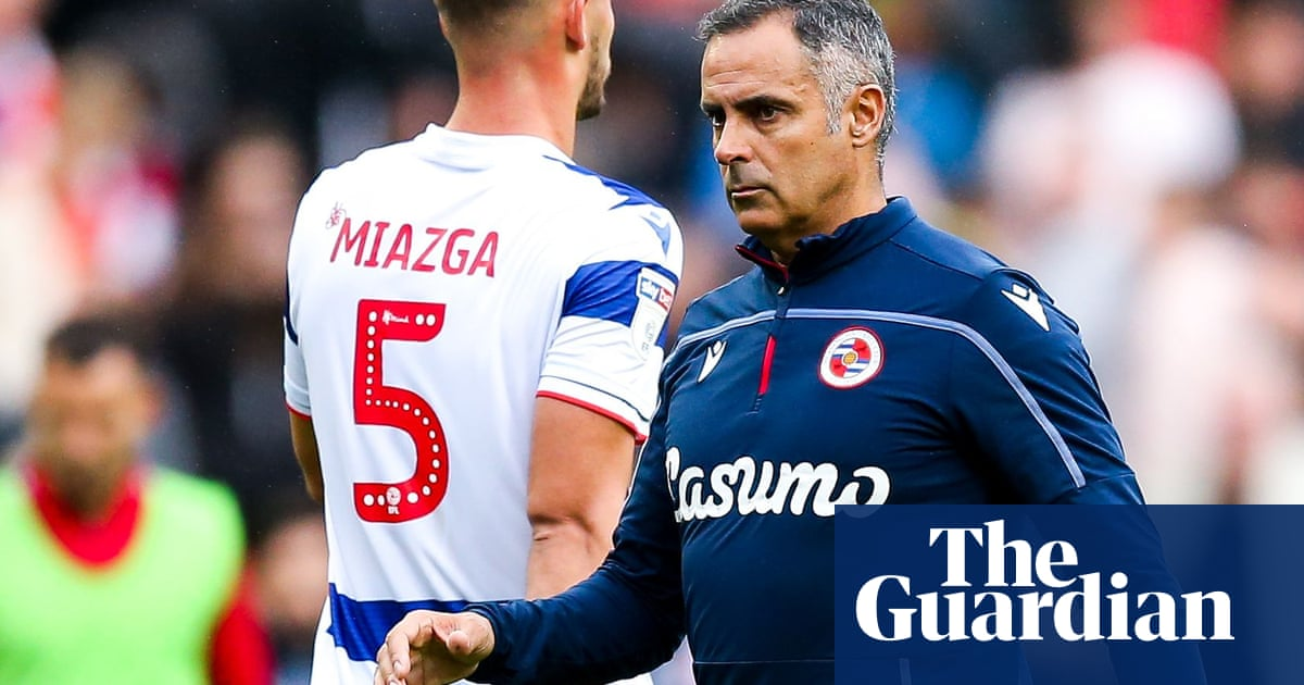 Reading sack manager José Gomes