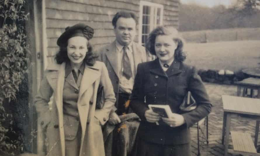 Lys Dunlap, Cyril Connolly and Sonia Brownell in the mid-1940s.