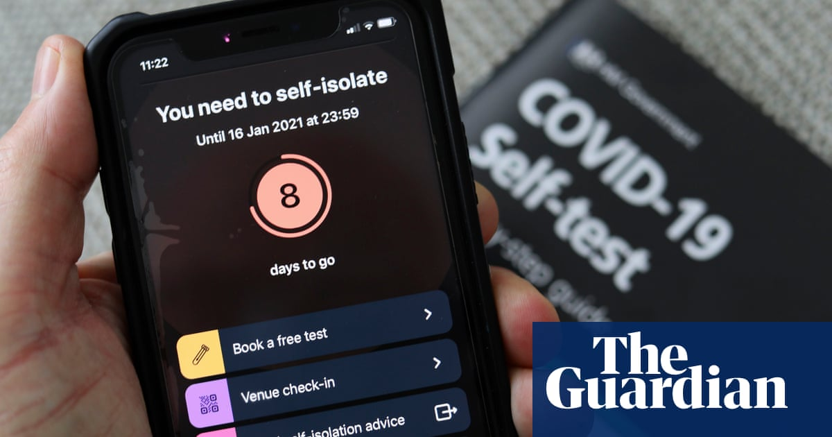 Keir Starmer: tweaking NHS Covid app 'like taking batteries out of smoke alarm'