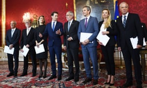 President Alexander Van der Bellen (centre R), chancellor Sebastian Kurz (centre L) and Austria's new interim ministers on Wednesday.