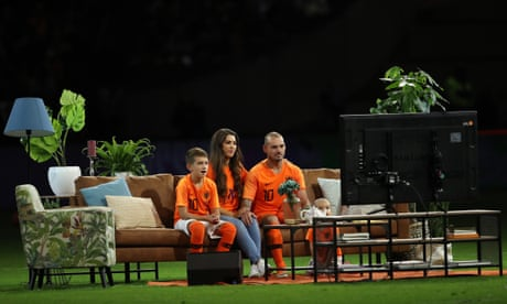 Wesley Sneijder views career highlights from sofa on pitch after Dutch farewell