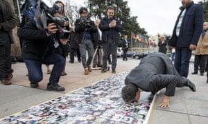 Diplomat kisses pictures