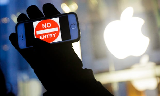 Apple acusa al FBI de violar los derechos constitucionales en la batalla iPhone