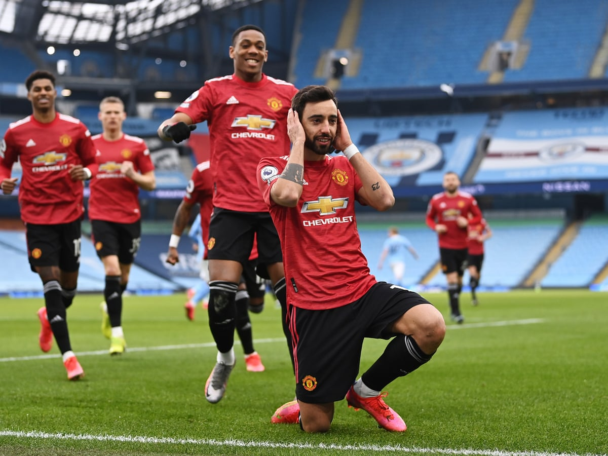 Manchester United catch City cold as Fernandes and Shaw end winning run |  Premier League | The Guardian