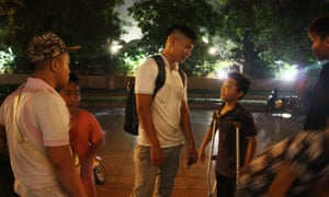 Do Duy Vi with street children in Hanoi